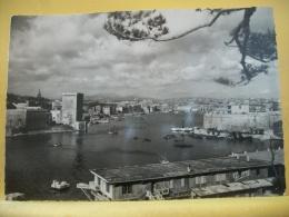B11 6979 - CPSM GM - 13 MARSEILLE - ENTREE DU VIEUX PORT, FORT SAINT JEAN, FORT SAINT NICOLAS - EDIT. LE PIERROT N° 131 - Old Port, Saint Victor, Le Panier