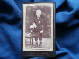Photo CDV Gustave Jeune à Châlons - Jeune Garçon Avec Médaille, Circa 1875 L330 - Photos