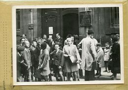 La France Sous Le Régime De Vichy . Paris , école Saint Roch 37 Rue Saint Roch ; Rentrée Des Classes - Places