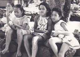PHOTO--POLYNESIE Souvenir D'escale à TAHITI Vahiné ?--porte-avions FOCH Ou CLEMENCEAU ( Année 1966-68 ? )--voir 2 Scans - Polynésie Française