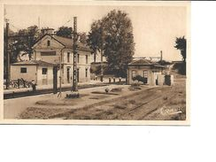 16-MONTMOREAU-Une Vue Des Ouvriers Travaillant Sur La Voie Ferrée De La Gare-*Construite En 1855* - France