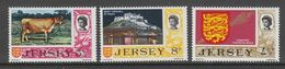 SERIE NEUVE DE JERSEY - ARMOIRIES ET MASSE ROYALE, VACHE DE JERSEY ET MONT ORGUEIL N° Y&T 101 A 103 - Jersey