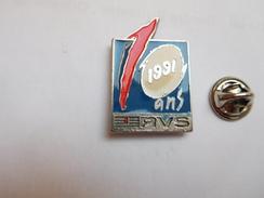 Beau Pin's , Média Radio , RVS , Radio Vallée De Seine , Non Signé - Médias