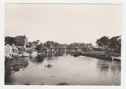 57 Sarreguemines N°3 Le Port Sur Le Canal Péniches Barges Grue Passerelle Cheminées - Sarreguemines