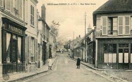 BRIIS SOUS FORGES - Rue Saint Denis Les Enfants En Tre Pharmacie Et Café De L'Union - Briis-sous-Forges
