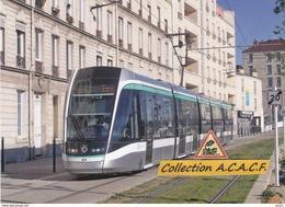 Tramway Citadis 302 Alstom (T8 RATP), à Saint-Denis (93)  - - Saint Denis