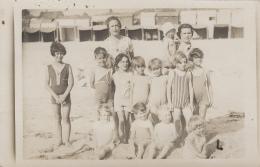 Carte-Photo - Enfants Mode Maillot Bains - Plage Baignade - Cabines - Grupo De Niños Y Familias