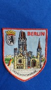 ECUSSON TISSU BRODE BERLIN OURS GEDACHTNISKIRCHE  BLASON ARMES  VOIR AUTRES MODELES DS MA BOUTIQUE ET CELLE ULTIMA31 - Scudetti In Tela