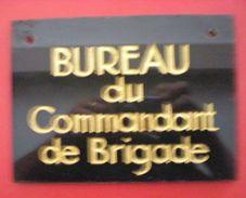 """PLAQUE """"BUREAU DU COMMANDANT DE BRIGADE"""" - Policia"""