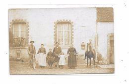 Carte Photo à Localiser : La Famille De La Ferme, - Cartes Postales