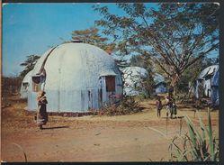 °°° 8328 - MADAGASCAR - NOSSI BE - HABITATIONS DE LA SOCIETE SUCRIERE °°° - Madagascar