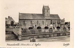 CPSM  -  VIRANDEVILLE  (50)   L' Eglise  ( Bidons à Lait Devant Le Cimetière) - Autres Communes