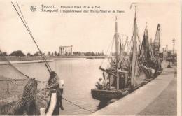 Nieuwpoort Nieuport Monument Albert 1er Et Le Port IJzergedenkteeken Voor Koning Albert En De Haven Nels - Nieuwpoort