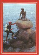 The Little Mermaid Has Got A Visitor. Copenhagen - Denmark. # 07159 - Sculpturen