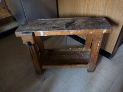 ANNEES 1950 - BANC DE MENUISIER - HÊTRE MASSIF - Hauteur 65 Cm, Table 25 X 90 Cm - Joint Une Trentaine D'outils - Jouets Anciens
