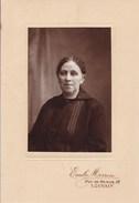 LOUVAIN Femme Par Emile MORREN Leuven Avant 1914 - Personnes Anonymes