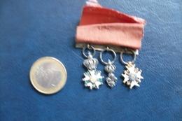 3 Petites Médailles Légion  D'honneur Henri 4 Roi De France Et Navarre Honneur Et Patrie - Medaglie