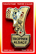 SUPER PIN'S PARACHUTISME : TROPHEE D'ALSACE En Zamac Base Or, Format 3X1,8cm - Parachutting
