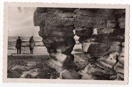 LUC SUR MER--1952--La Roche Percée (animée,pêcheurs )-- - Luc Sur Mer