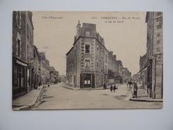 35 FOUGERES Rue De Nantes Et Rue De Laval Lorant Ou Orant Coiffeur Animée Commerce - Fougeres