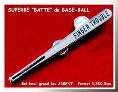 "SUPER PIN'S BASEBALL : Belle ""BATTE"" De BASEBALL, Finger Trouble, émail Grand Feu Base Argent, Format 3,5X0,5cm - Baseball"