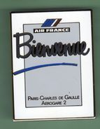 AIR FRANCE *** BIENVENUE AEROGARE C.DE GAULLE *** Pin's De 3,5x4cm ****  Signe Arthus .BERTRAND ***088 - Arthus Bertrand