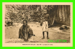 MISSIONS - CEYLAN, SÉRIE VIII  - LA TISSEUSE DE NATTES -  MISSIONNAIRES OBLATS DE MARIE-IMMACULÉE - - Missions