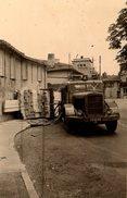 Photo Originale Tarn-et-Garonne, Castelsarrasin 82100 - Camion Ayant Baillé Son Chargement De Bois Dans Un Virage 1953 - Lieux
