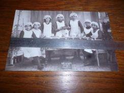 Belle Carte Photo Ecole Ménagère Auvelais 1916 Jeunes Filles Avec Bonnets - Sambreville