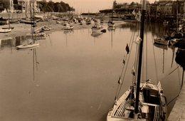 Photo Originale Loire-Atlantique - Le Pouliguen Et Son Port En Août 1953 à Marée Basse - Plaatsen