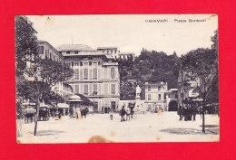 E-Italie-102P1  CHIAVARI, Piazza Garibaldi, Animation, Attelages, Cpa (état) - Genova (Genoa)