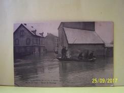 """TROYES (AUBE) LES INONDATIONS DES 21, 22 ET 23 JANVIER 1910. LA RUE DU VOYER. BARQUE DE SAUVETAGE.   101_0178""""b"""" - Troyes"""
