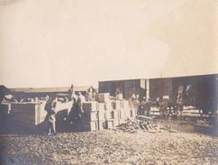 Photo Guerre 1914 1918 WwI  Cerisy Gailly ( Somme ) Débarquement Des Trains De Munitions Par Les Malgaches 1916 - Guerra, Militares