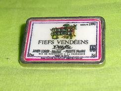 Pin's / Villes , Régions : Fiefs Vendéens     TB2T - Villes