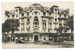 CPSM SAIGON, AUTO, VOITURE ANCIENNE, TACOT DEVANT L'HOTEL MAJESTIC, Format 9 Cm Sur 14 Cm Environ, VIET NAM - Viêt-Nam