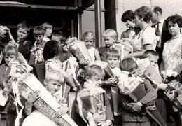 Photo Originale Pochette Surprise De Rentrée Des Classes -  Zuckertüte - Collection De Schultüte & Enfants 1971 - Personnes Anonymes