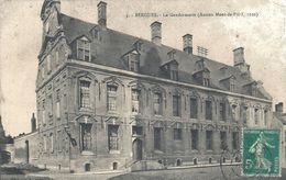 NORD - 59 - BERGUES - Gendarmerie - Ancien Mont De Pieté - Bergues