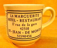 TASSE LA MARGUERITE HOTEL RESTAURANT 17 RUE DE LA GARE 42510 ST-JEAN-DE-MONTS / STL ENGLAND - Tasses