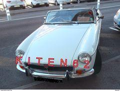 2 Photos D'une MG Cabriolet, Visage Du Conducteur Flouté Par Confidentialité. - Automobiles
