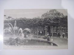 CPA  LA BOURBOULE Place Du Jet D'Eau Et Nouvelles Galleries  T.B.E - La Bourboule