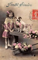 CPA Fantaisie - Jeune Fille Avec Le Chien -  Corbeille De Fleurs - Fantaisies