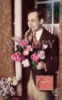 CPA Fantaisie - Homme Avec Bouquet De Fleurs - Surprise - Hommes