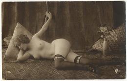 Real Photo Sexy Girl Nude In Stockings Edit GP 196 Fille Completement Nue En Bas - Nus Adultes (< 1960)