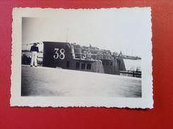Foto WW2 Uboot U 38 Am Dock Hafen Mit 2 Anderen Ubooten Matrose Ca.1940 - Guerra, Militari