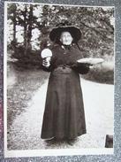 LADY WITH MUSHROOMS 1912 / ERNST BLOCH PHOTOGRAPHE / BELLE CARTE FOTOFOLIO 1984 - Otros Fotógrafos
