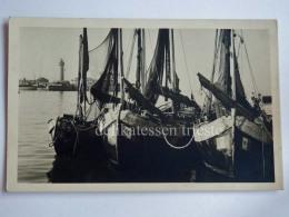 TRIESTE Vecchia Cartolina Nel Porto Barca Vela Lanterna 65569 - Trieste