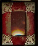 Antique Cadre Rectangulaire  12.5 Cm X 15.5 Cm  Pour Photo 6 Cm X 10 Cm Photo - Verre Bombé En BE - Non Classificati