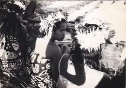 PHOTO--POLYNESIE--- TAHITI ?  Vahinés Sur La Plage--voir 2 Scans - Polynésie Française