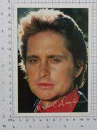 MICHAEL DOUGLAS - Vintage PHOTO REPRINT BRAVO Autogrammkarte (OST-47) - Reproductions