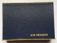 COFFRET - JEU DE CARTE - AIR FRANCE - 2 X 54 CARTES - DOS ROUGE ET DOS BLEU - EMBOITAGE CARTONNE - ANNE 60/70 - Jeux De Cartes